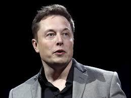 O Elon Musk είναι ο άνθρωπος στο τιμόνι της Tesla Motors.