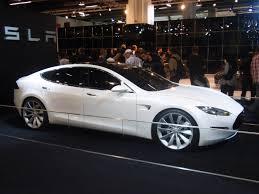 To Model S που απογείωσε τη φήμη της Tesla Motors.